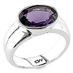 Purple spinel gold ring.