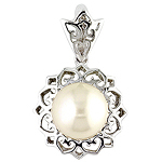 Fresh water pearl and white gold pendant