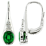 Green tsavorite ,diamond and white gold earring.
